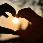 痛い!しびれる!憂うつな妊婦の手のむくみ…原因と解消法とは?