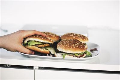 バーガー食べすぎ_R