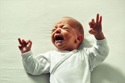 新生児泣く_R