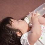 常温保存の母乳は飲ませてOK?冷蔵や冷凍の保存方法と温め方のコツとは!